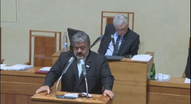 Pošlapání Ústavy Poslaneckou sněmovnou ve věci registru smluv